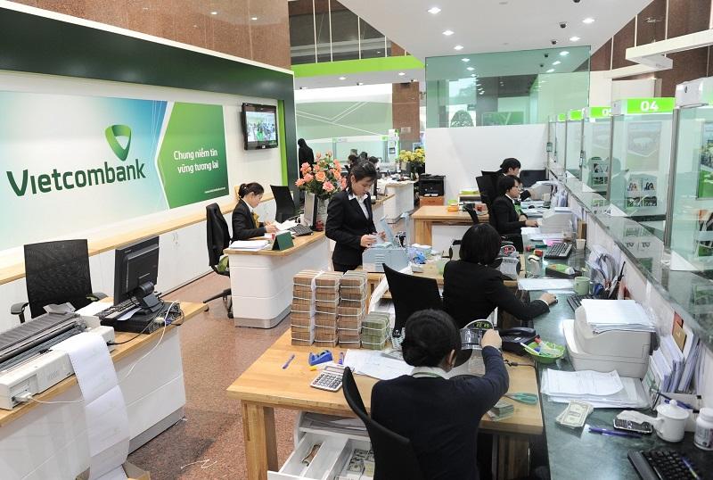 van-phong-chi-nhanh-vietcombank-phuc-vu-khach-hang